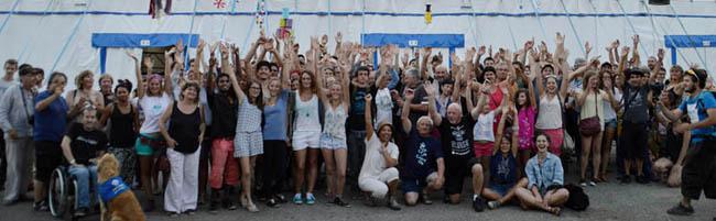 300 bénévoles