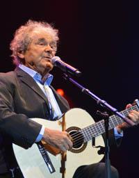 Pierre Perret chante